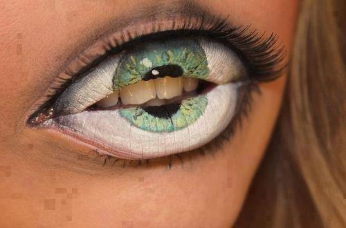 """Ce qui s'appelle """"manger des yeux""""!!!!"""