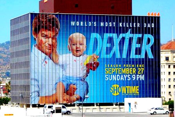 Pour la promo' des saisons de Dexter, la chaîne Showtime voyait les choses en grand  !