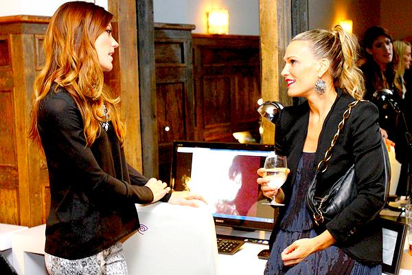 Le 03/04/2010 : Jennifer et le cast' étaient au Paley Fest pour une conférence de presse Tenue sobre mais jolie, j'aime beaucoup sa veste et je la trouve vraiment belle avec cette coupe. Et quel plaisir de se replonger dans la promo' Dexter ! ;)
