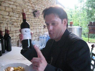 Voila comment on peut finir aprés avoir bu toute une bouteille de vin !