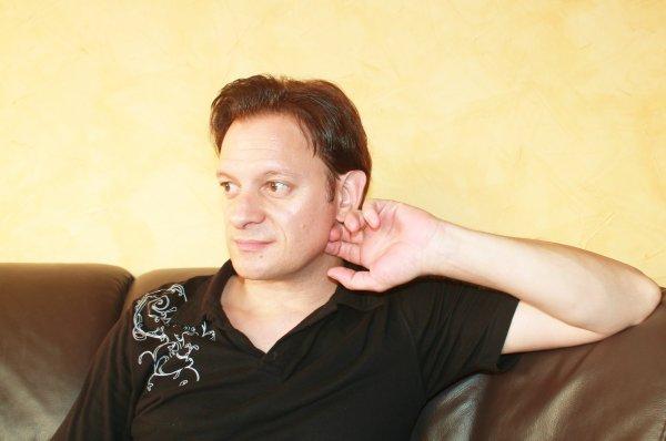 Jérôme Thévenot chanteur et artiste  imitateur .