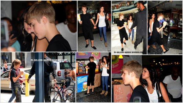 Justin Et Selena Dans Un Centre Commercial