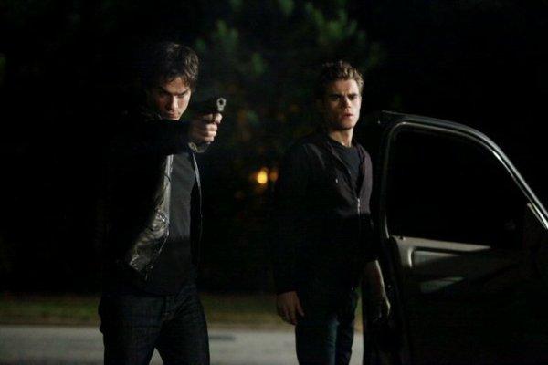 Damon et Stefan avec logan fell