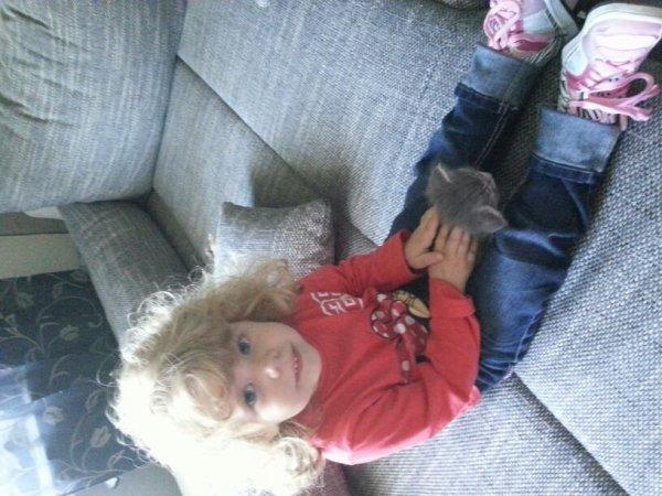 A trois mois de ses 3ans noéline aime les chat surtout celui ci ils s'appelle linus