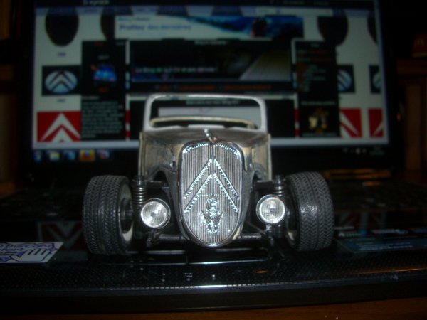 FABRICATION D'UN HOT ROD TRACTION AU 1/18