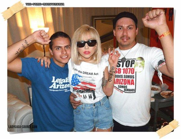 иєω'ѕ gαgα ! ♥ - Lady GaGa rencontre des militants LGBT sans-papiers.