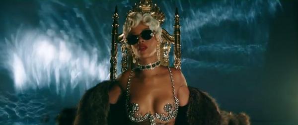 Rihanna - Pour It Up | Clip Officiel