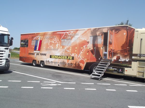 Reportage de l'été n°8 >> Quelques Véhicules du Tour de France...