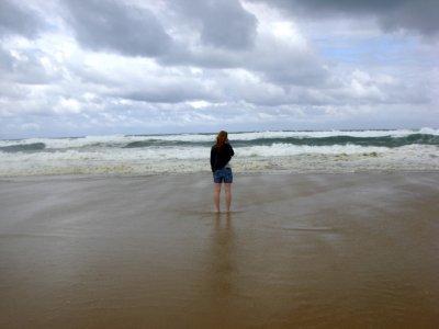 « Il lui fallait voir l'océan: il avait, il le sentait, besoin par-dessus tout de ce large horizon, il avait besoin du bruit des vagues. Il savait que ça le calmerait. »