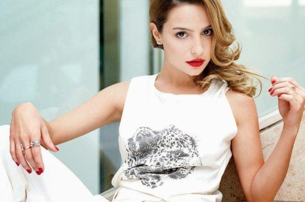 Brenda Asnicar pour Revista Hola Com ar 2013