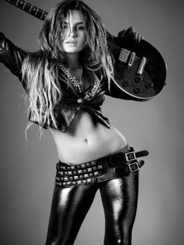 Brenda Asnicar photoshoot 2011 Adivinar Tour