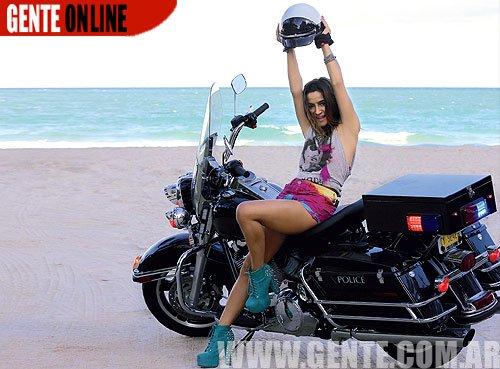Brenda Asnicar à Miami photoshoot + photos paparazzis 2012