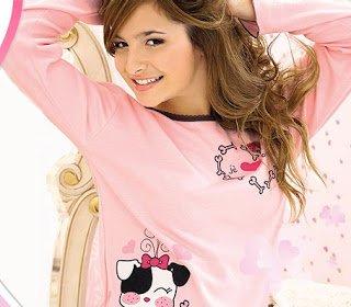 Brenda Asnicar qui pose avec des pyjamas Marcela Koury 2007 (partie 2)
