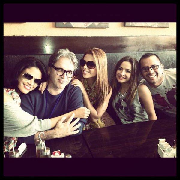 Brenda Asnicar avec des co-actrices et co-acteurs 2012