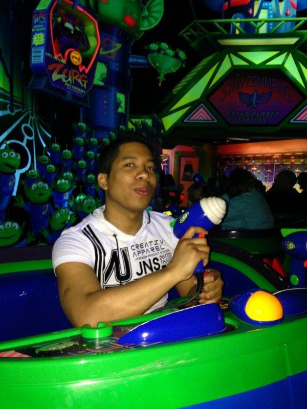 disney ^^ attraction Buzz L'Eclair