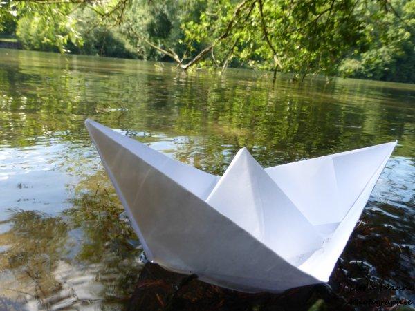 Petit bateau, vogue sur l'eau, et suis le fil de la musique, il te mènera là où tu souhaites aller