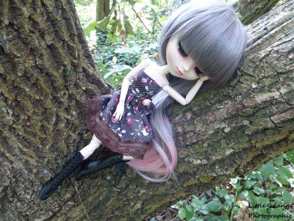 Être une poupée n'empêche pas de grimper aux arbres