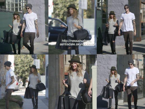27 octobre 2014 : Ashley a été vue avec Chris alors qu'ils quittaient le Rag & Bone dans West Hollywood