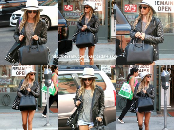 30 octobre 2014 : Ashley a été vue dans les rues de Beverly Hills