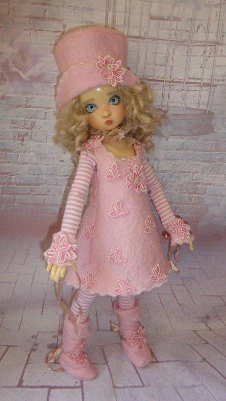 je vous présente les tenues pour les poupées des kaye wiggs