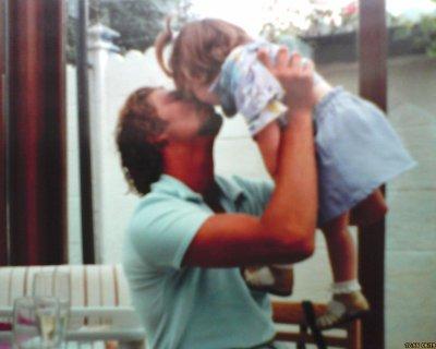 J'en voudrais toujours à la vie ,de m'avoir privé d'un père , de m'avoir privé de mon bonheur , de m'avoir privé de ma papounet . Et de m'avoir brisée à jamais .