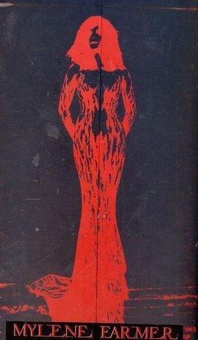 """Voici le collector du concert """"Avant Que L'Ombre...à Berçy 2006"""" contenant une boîte en carton de 38,18,16 cm reprenant la silhouette de l'affiche des concerts"""