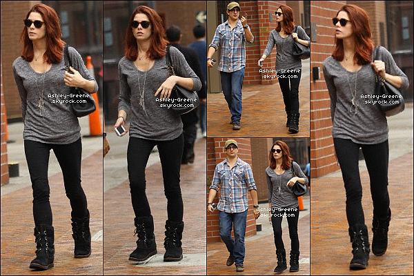 • CANDIDS - Le 8/11/12 Ash s'est rendue avec un ami au cabinet du médecin de Beverly Hills.