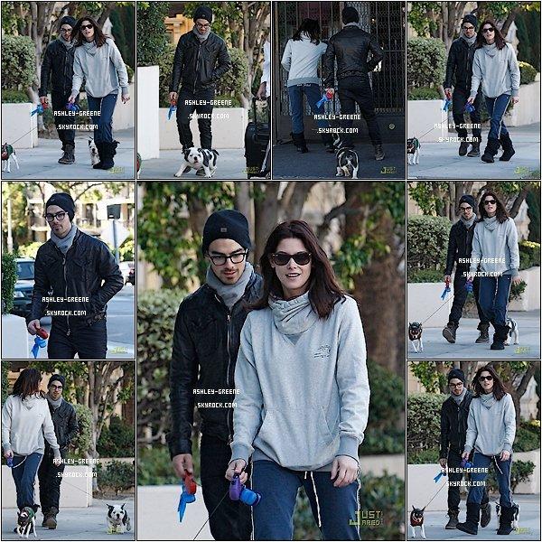 • CANDIDS - Le 26/10/2010 Ash' & Joe Jonas (son boyfriends) dans les rues de L.A.