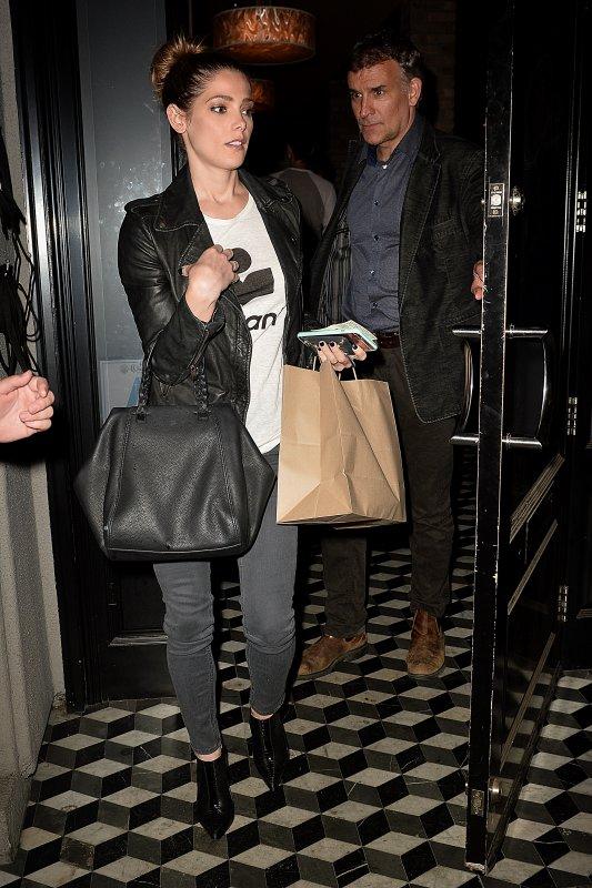 • CANDIDS - Le 11/05/16, Ash' a été aperçus allant et sortant du restaurant Craig's Restaurant à Hollywwood