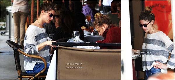 • EVENT -Le 15/11/16, Ashley a été aperçus avec Olivia dans un restaurant de Beverly Hills