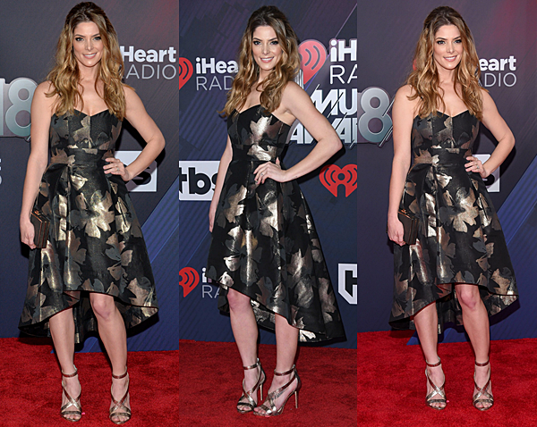 . 11.03.18 : Ash' tout sourire au IHeartRadio Music Awards à Inglewood en Californie.  .