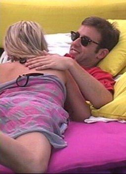 John avous avoir couché avec Amelie !