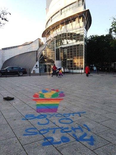 L'arrivée de la flamme olympique en Russie suscite des actions de protestations