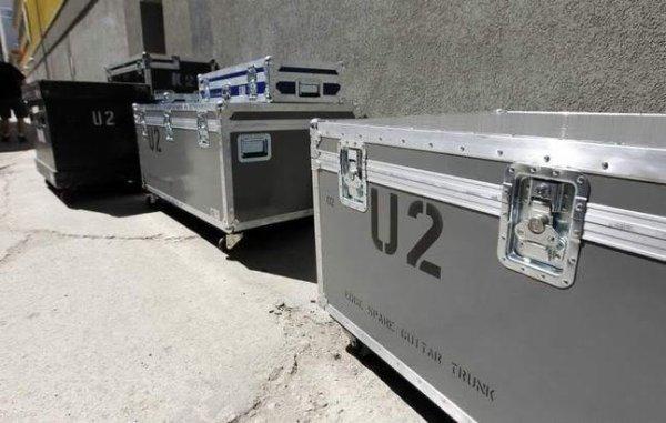 n'oublions pas que sans tout les techniciens, ingénieurs du son, cameramans, procteurs... on peut encore en citer beaucoup, U2 ne serait pas à cet échelon ci en ce moment, merci à eux