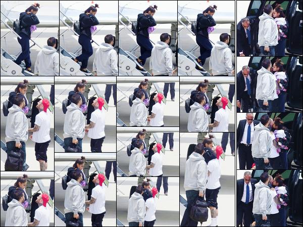 """- """"─-23/05/17-•""""Ariana Grande a été aperçue alors qu'elle arrivait à l'aéroport de sa ville natale : Boca Raton. C'est à la suite des événements ayant eu lieu à la fin de son concert qu'Ari est rentrée chez elle avec sa mère, attendues par Mac Miller. -"""