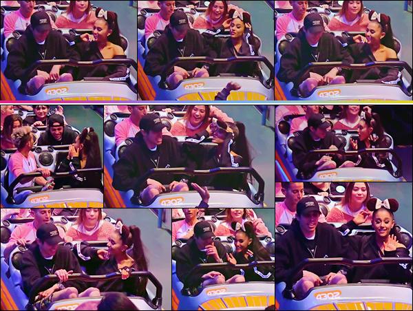 - ''•-11/06/18-' : Ariana Grande se trouvait au parc de « Disneyland » avec son copain Pete Davidson à Anaheim. C'est après seulement trois semaines de fréquentation, que Pete Davidson a demandé la main d'Ariana, qui a accepté sa demande... Rapides en affaire ! -
