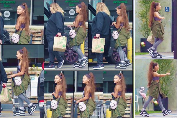 - '-• 17/02/19-''─ Ariana Grande se rendait à la supérette « Whole Foods » avec une amie dans West Hollywood. C'est en compagnie d'une amie que la chanteuse a été photographiée à son arrivée puis en quittant les lieux du commerce de nourriture. -