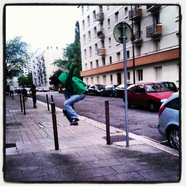 Skate sous la pluie --'