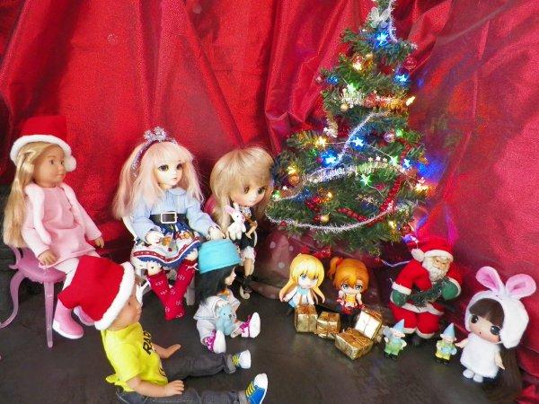 Tout le petit monde est prêt pour la venue du Père Noël.....