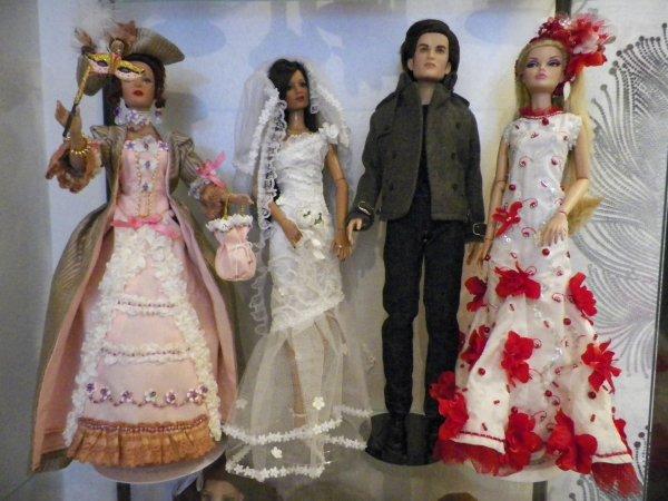 Etagère avec 3 poupées Tonner et 1 Poppy Parker