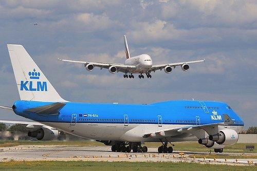 A380 - Boeing 747 !!