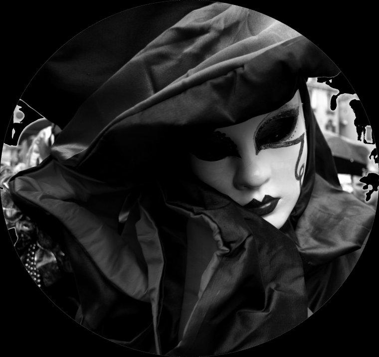 The Last Tear / Un masque sur le visage (2012)