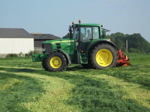 Fauchage de l'herbe pour ensilage