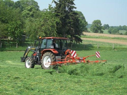 Fanage de l'herbe avant l'ensilage