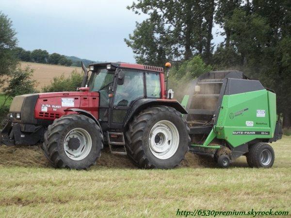 Pressage de foin 2011 ---> Valtra 8550 & Deutz MasterPress Rb 4.90