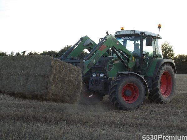 Ramassage de la paille de blé 2011 ---> Fendt 311 Vario TMS & Fendt Favorit 512 C