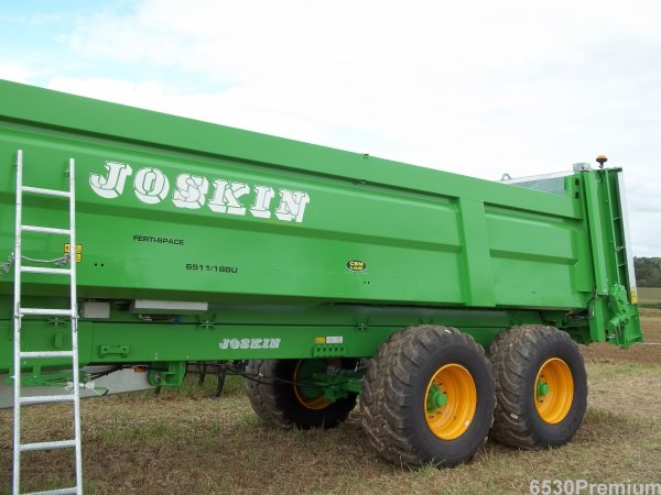 Xérion 3800 & John Deere 8285 R & Ferti-Space