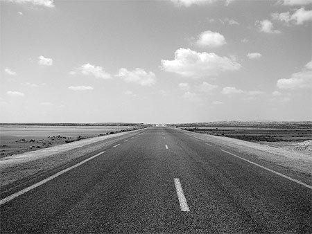 Prend une route et ne regarde jamais en arrière.