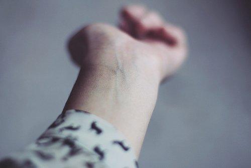 Ecrire, c'est aussi ne pas parler, c'est se taire, c'est hurler sans bruit. Marguerite Duras