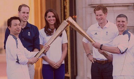 27.07.12 Kate Middleton, William, Harry : La flamme des Jeux s'empare d'eux à Buckingham